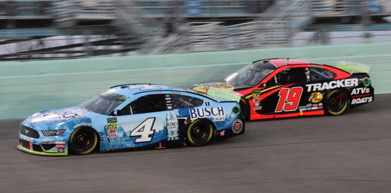 Kevin Harvick Martin Truex Jr. 19 Homestead 2019
