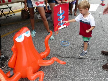 Ring toss with Hank the Septapus