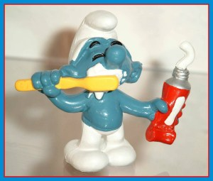tRR 2016 smurf brushing teeth