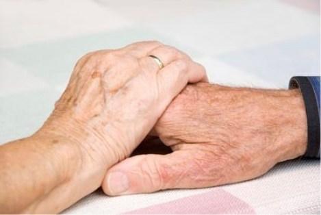Hände älteres Paar, Älteres Paar, Beziehungskrise