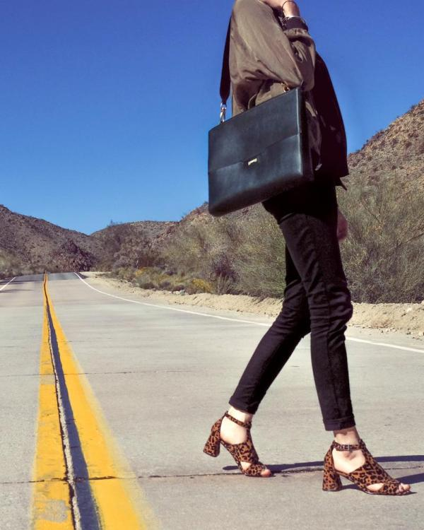 The perfect workbag for women in black ecofriendly vegan leather