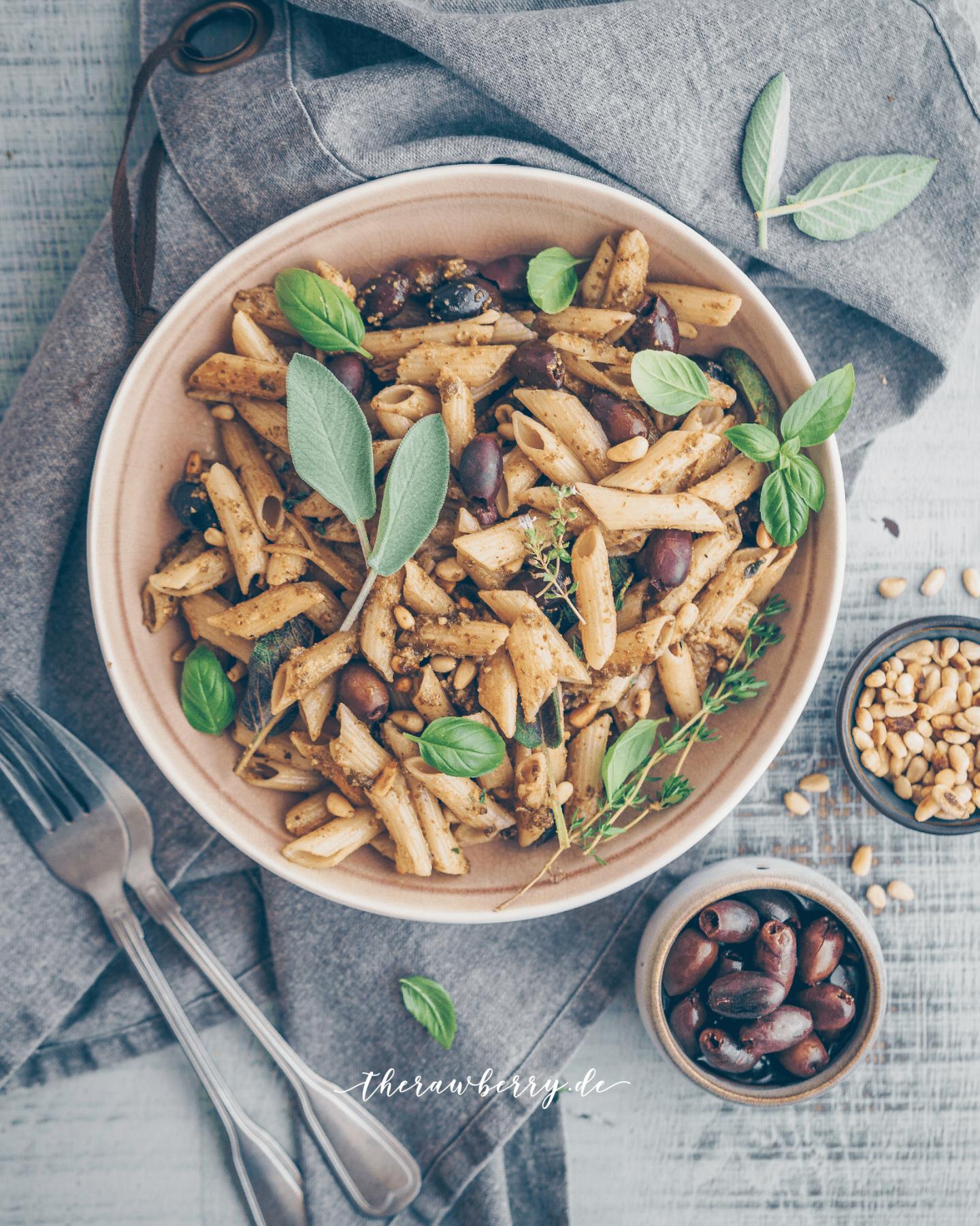 easy, vegan, pasta, dinner, lunch, gluten free, delicious, healthy, glutenfrei, Nudeln, noodles, essen, Mittagessen, Abendessen, kochen, lecker, cooking, whole foods, diet, einfach, simple, schnell, quick, rezept, recipe, olives, olives, sage, salbei