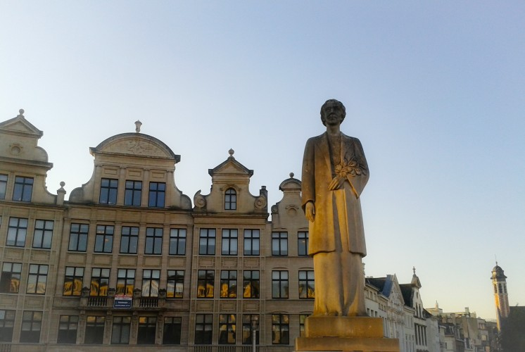 Statue of Queen Elizabeth near Mont des Arts