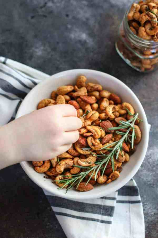 Chili and Rosemary Roasted Nuts | whole30 snack recipes | paleo snack recipes | vegan snack recipes | gluten-free snack recipes | homemade nut recipes | healthy nut recipes || The Real Food Dietitians #whole30snack #vegansnack #nutrecipes
