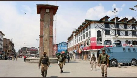 Fact Check: Photo of Indian Flag at Lal Chowk is morphed
