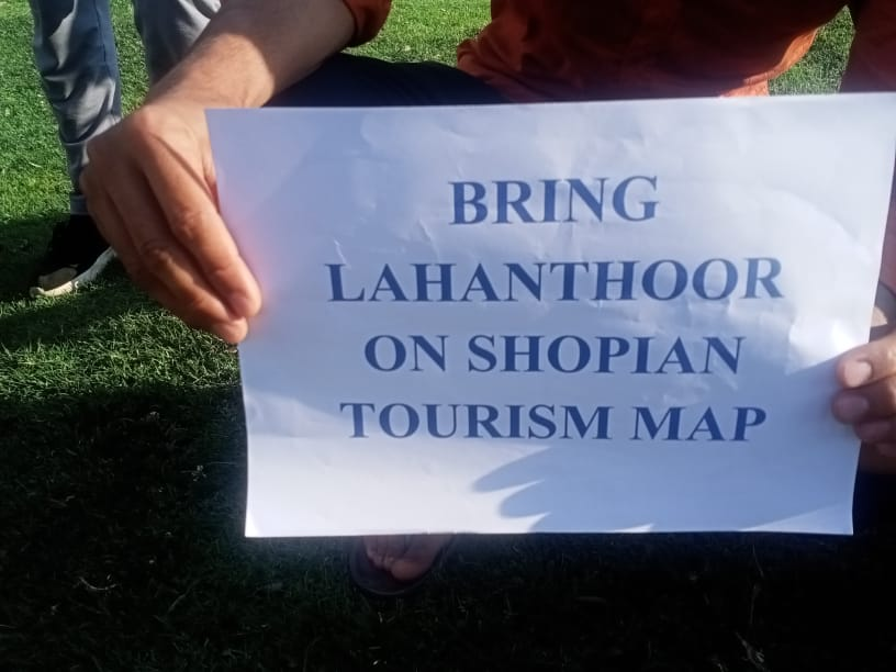 Local Youths In Shopian Hold Sit-in, Want Lahanthoor On Tourism Map