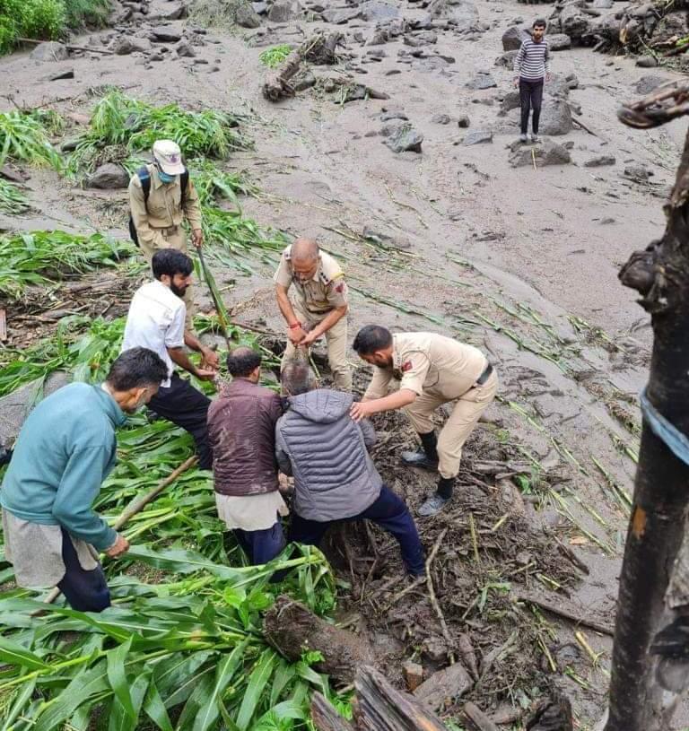Kishtwar Cloud Burst : Heavy Rains Halt rescue operation, 21 Houses Among 42 Structures Damaged in Hanzor area of Dachhan Kishtwar