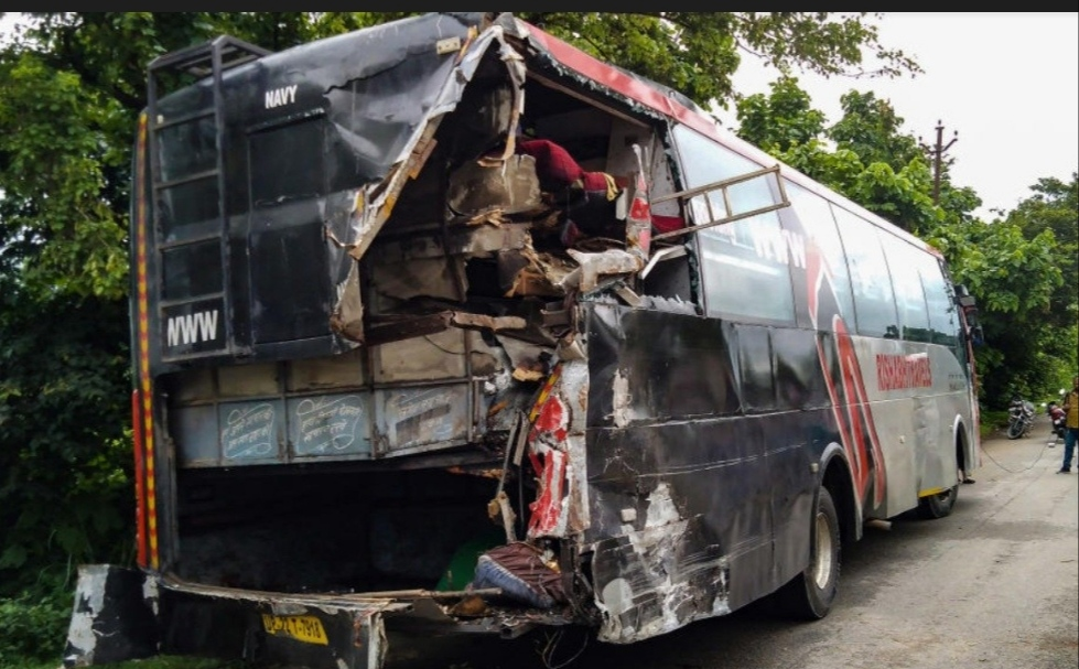 18 killed, 25 injured after truck hits bus in Uttar Pradesh