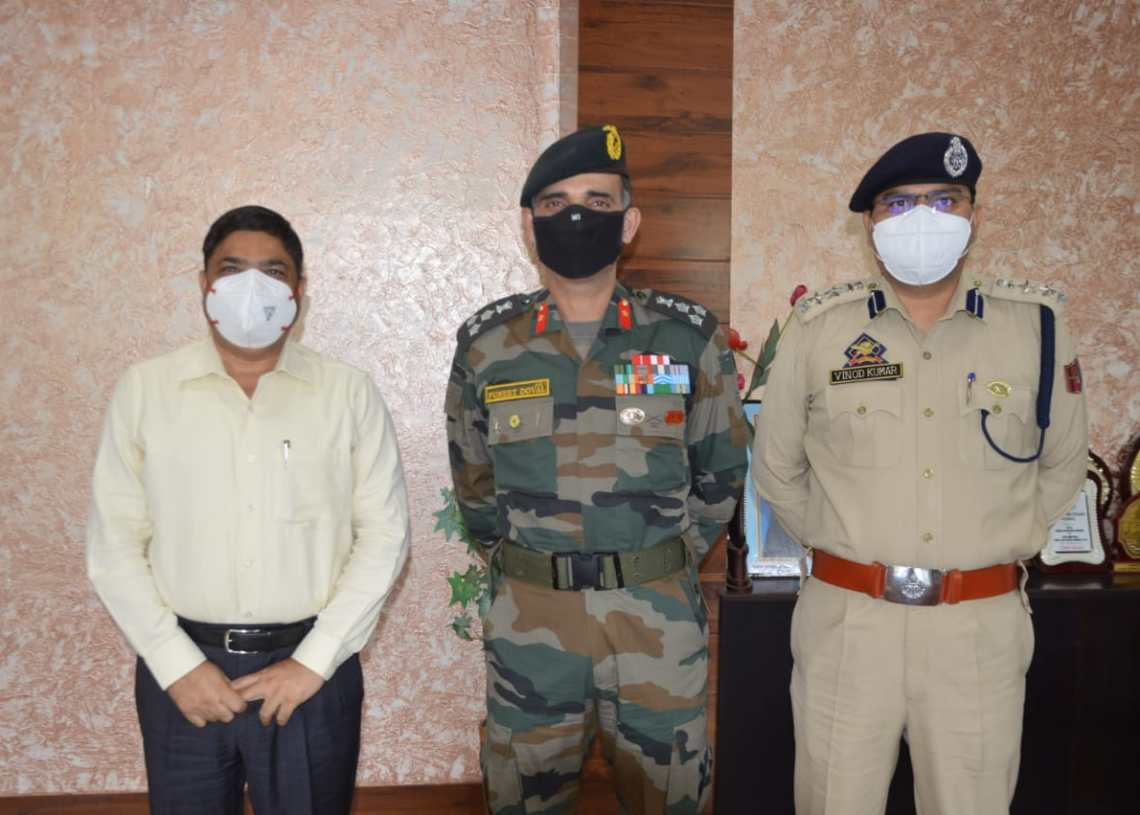 DC Poonch discusses security concerns with Commander 93 Brigade and SSP Poonch