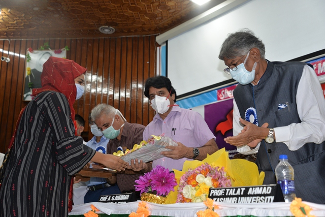 """""""Science Day celebrated at SKIMS"""""""