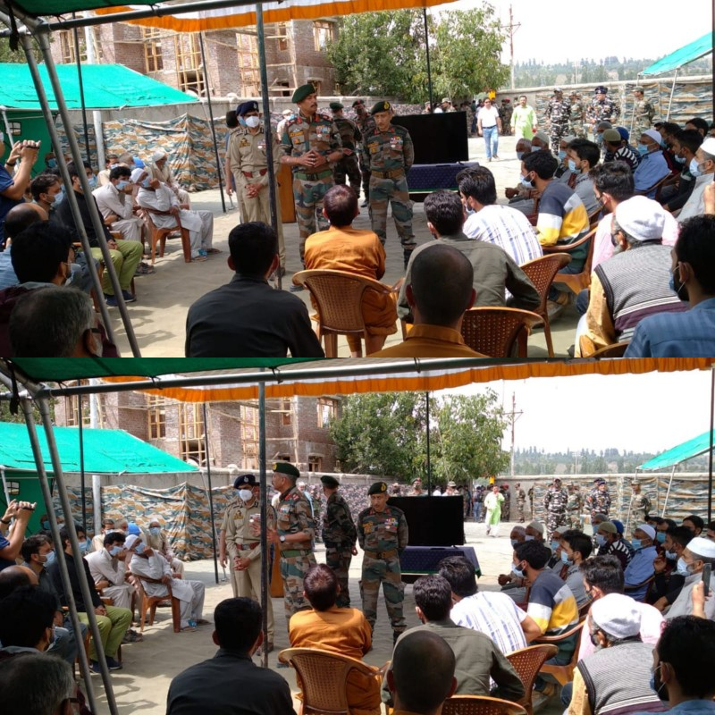 GOC Chinar Corps And IGP Kashmir Address Families of Active Terrorist