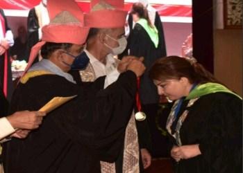 Pride of Kashmir   Maha Darakshan, Senior Pharmacist SKIMS receive gold medal in the KU convocation