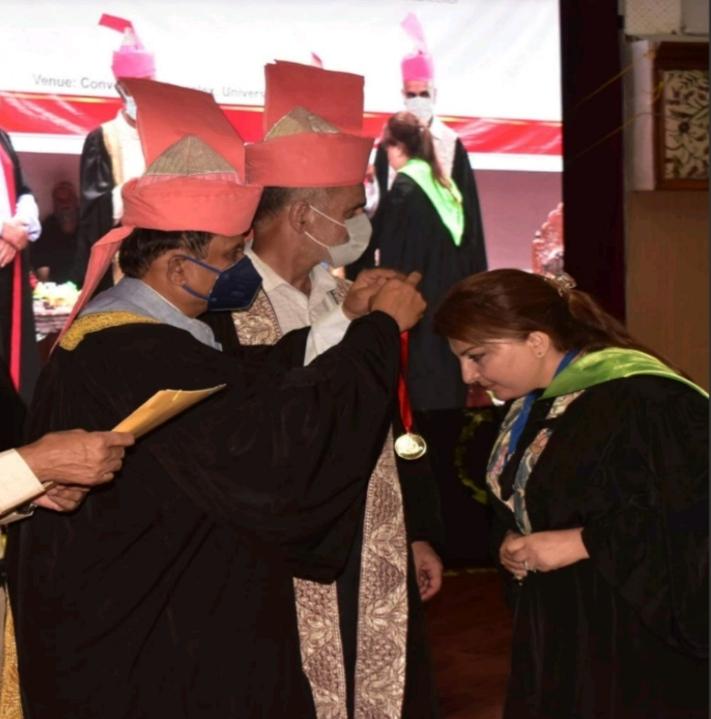 Pride of Kashmir | Maha Darakshan, Senior Pharmacist SKIMS receive gold medal in the KU convocation