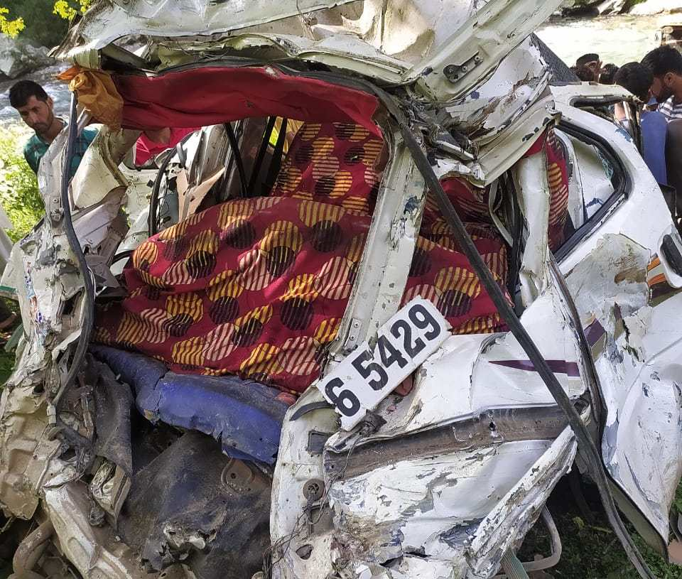 2 youth killed after vehicle falls in gorge in Poonch