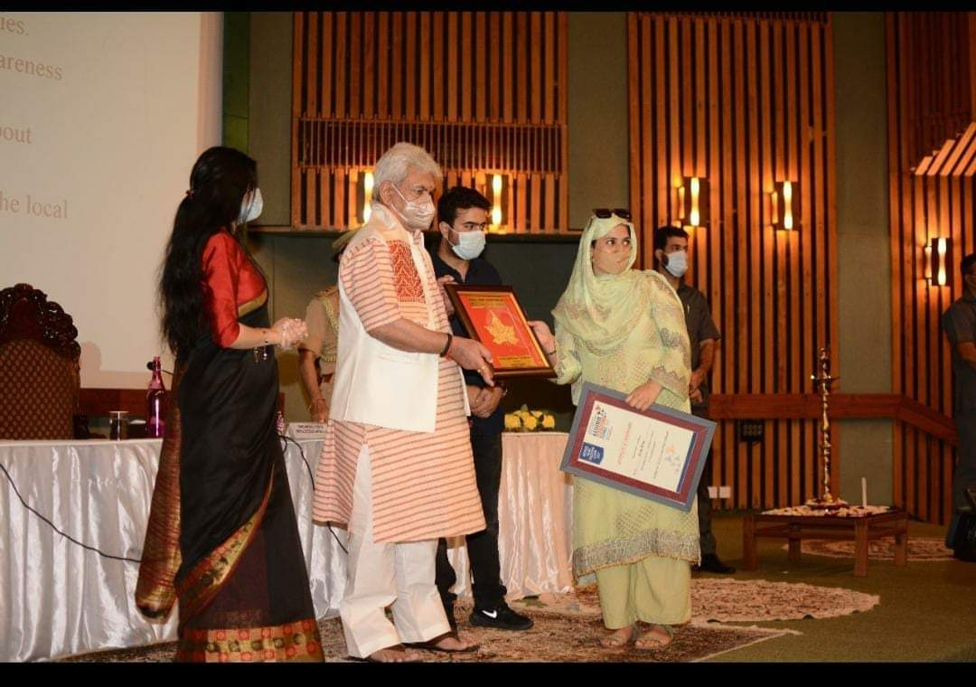 Pride of Kashmir | Rifat wani social activist from sogam kupwara bags youth leadership award