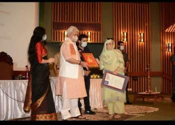 Pride of Kashmir   Rifat wani social activist from sogam kupwara bags youth leadership award