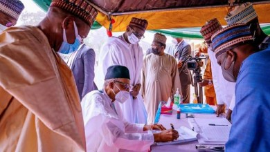 Photo of 10 APC governors fly to Katsina to watch Buhari fill registration form