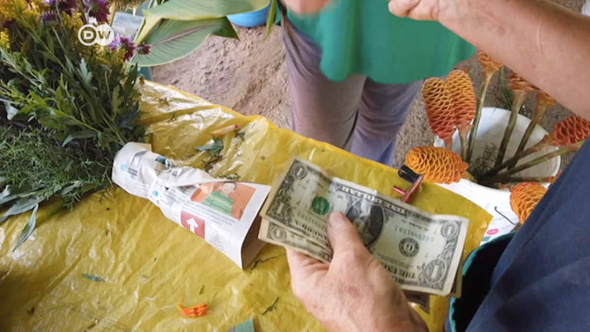 Venezuelans Transition from the Bolivar to the US Dollar