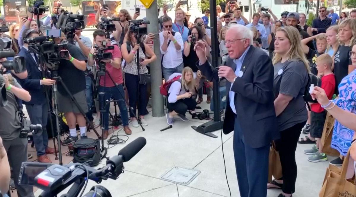 Bernie Sanders visits a Canadian pharmacy