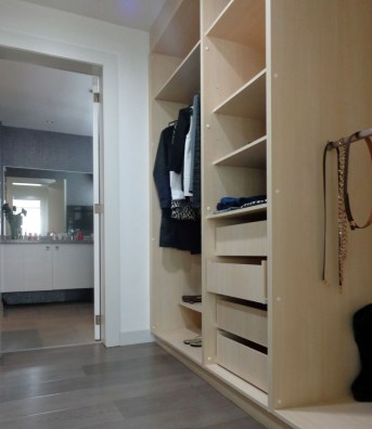 9-home-identity-flat-ensuite-closet-alexandra-kollaros