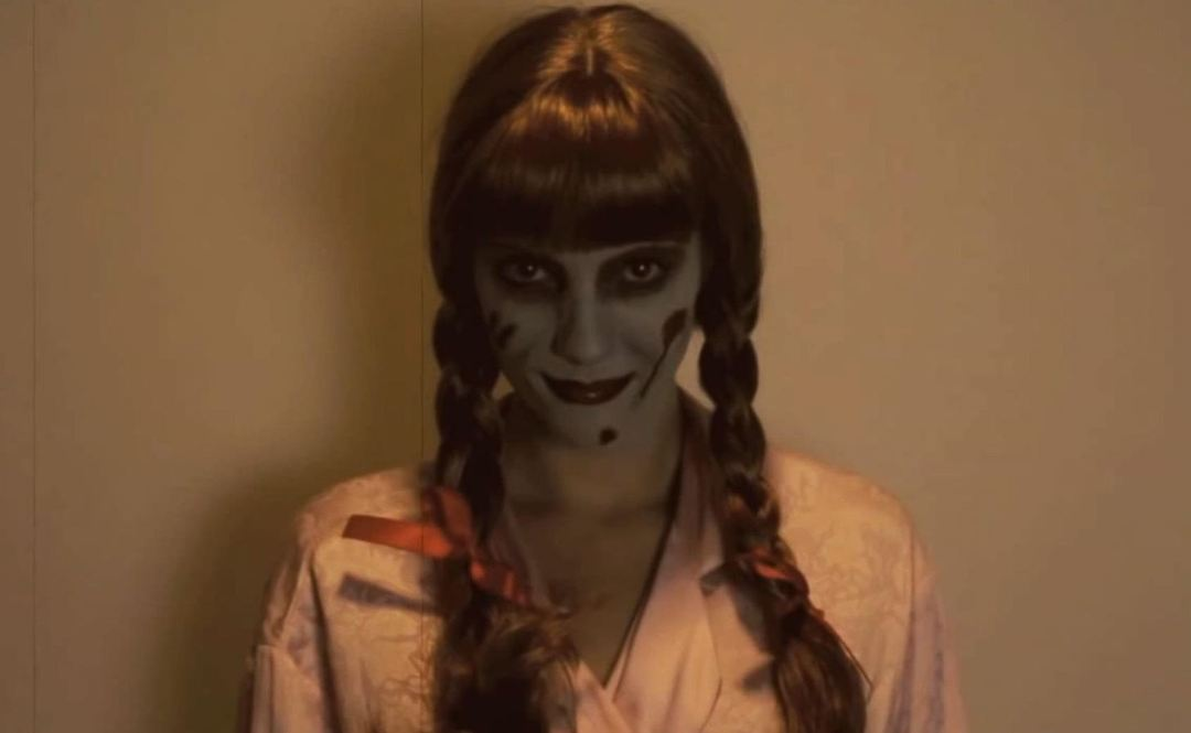 diy-annabelle-doll-costume-from-conjuring-will-haunt-your-halloween-w1456