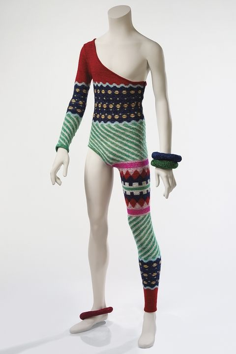hbz-david-bowie-brooklyn-museum-asymmetric-knitted-bodysuit-1973-1507140912