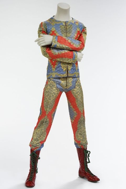 hbz-david-bowie-brooklyn-museum-quilted-two-piece-suit-1972-1507140914