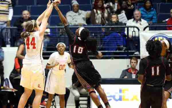 Ole Miss rallies behind Lewis' 20, but falls short to ULL 82-78