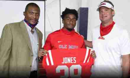 Jaylon Jones Receives 2020 Chucky Mullins Courage Award