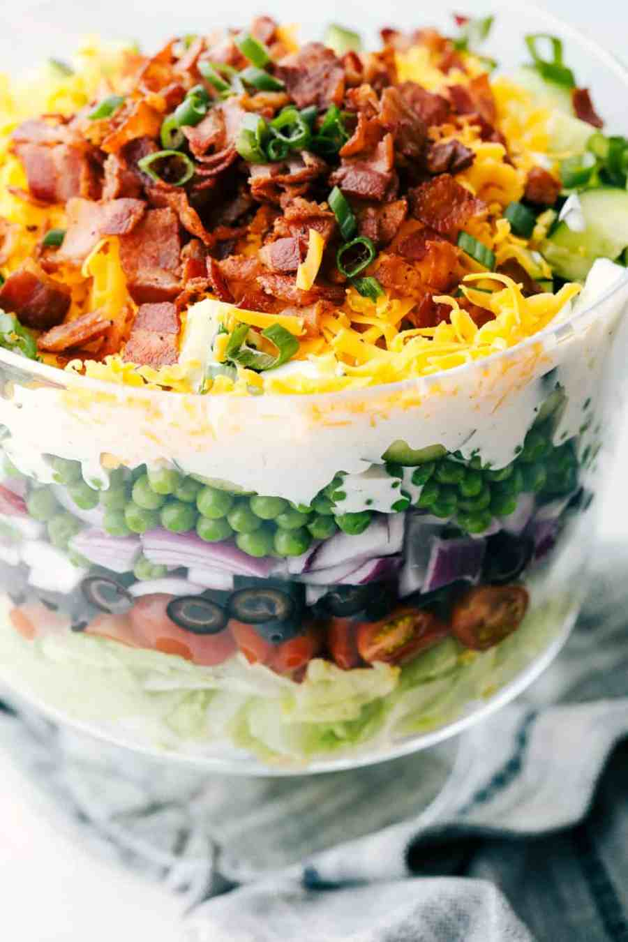 Upclose picture of the salad in a glass bowl.
