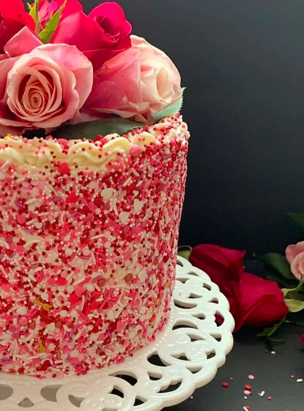 Side view of straight side of cake
