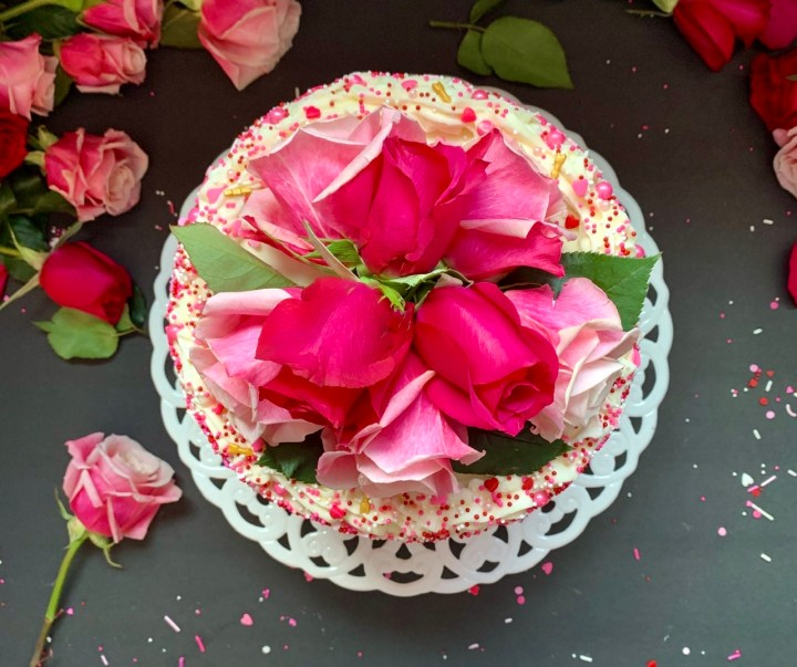 Easy and moist vanilla cake recipe top view of cresh roses