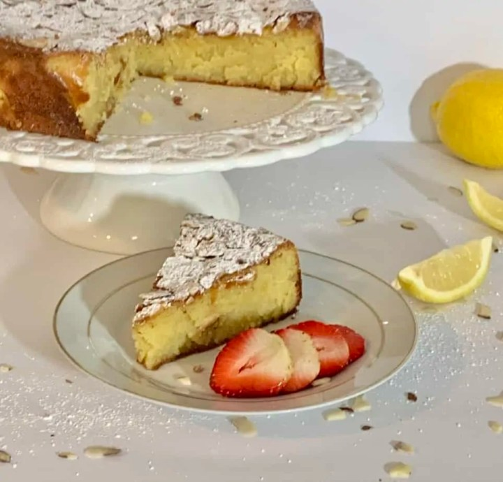 Lemon almond And ricotta cake