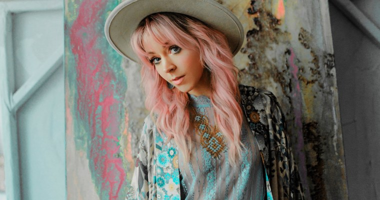 WATCH NOW: LINDSEY STIRLING FEAT. KIESZA // 'WHAT YOU'RE MADE OF'