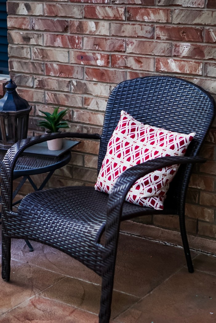 Lowes Woven Stackable Conversation Chair