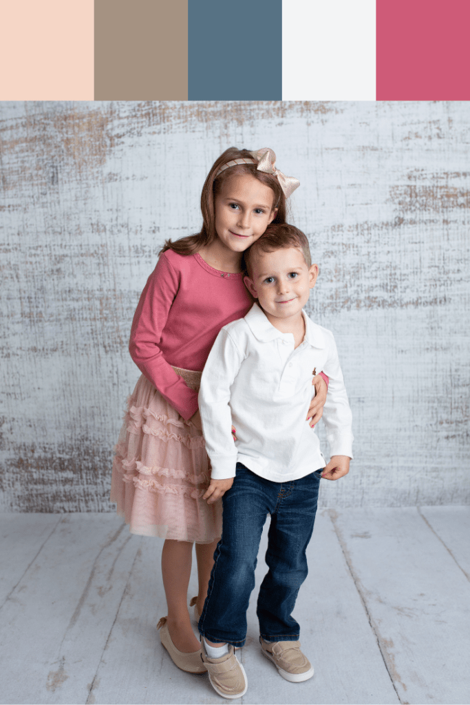 What to wear for fall family photos in 2019 www.therecruitermom.com #fallfamilyoutfits #fallfamily #familyphotos #christmasphotos #holidayphotos