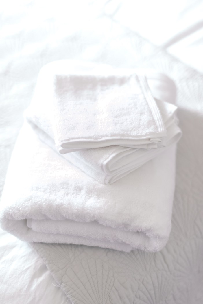 Getting ready for the holidays - #target #targethome #whitetowels #bestwhitetowels #guestroom #homedecor #homeinspo