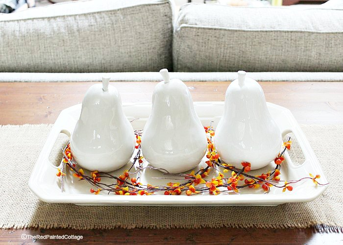 Fall centerpiece ideas || Fall decorating ideas || Thanksgiving decor || Easy Thanksgiving decor || white ceramic pear centerpiece || Neutral fall decorating