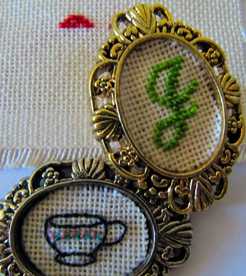 xstitchbrooch