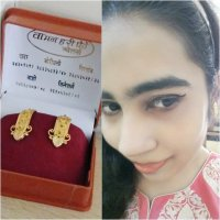 WEARING BEAUTIFUL GOLD EARRINGS FROM WAMAN HARI PETHE JEWELLERS!