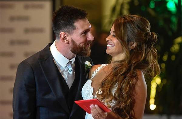 Lionel Messi marries childhood sweetheart Antonella Roccuzzo in Argentina