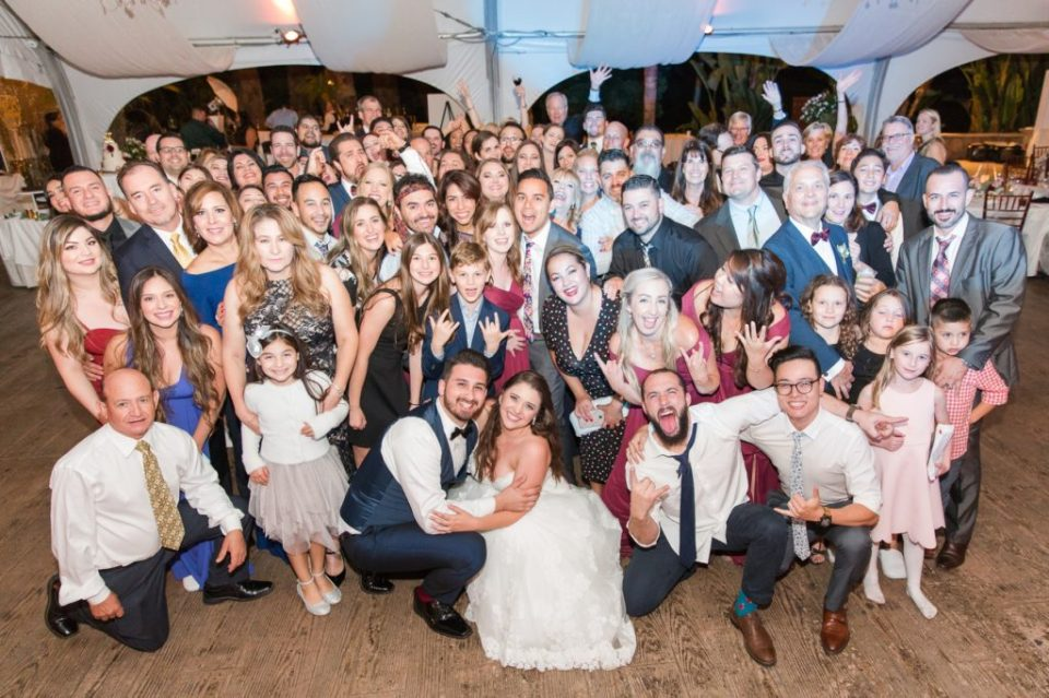 Colorado wedding photographer wedding guest etiquette. How to act as a guest at a wedding. Large wedding party photo.