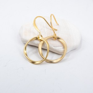 Matte-gold-circle-earrings