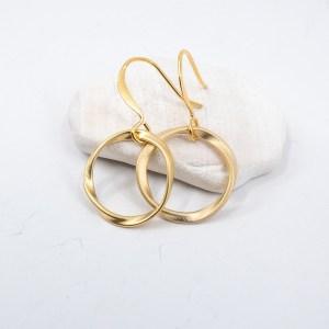 Matte-gold-circle-earrings