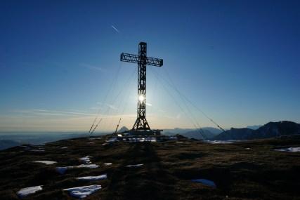 Das markante Gipfelkreuz.
