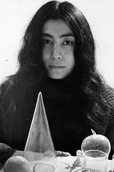 Yoko-Ono-young