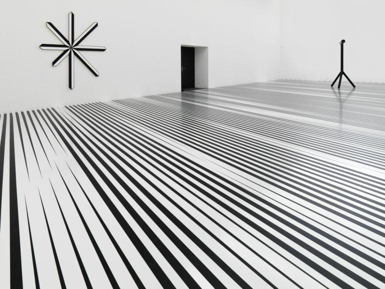 Philippe Decrauzat, Installation view, at Haus Konstruktiv, Zürich, 2009.