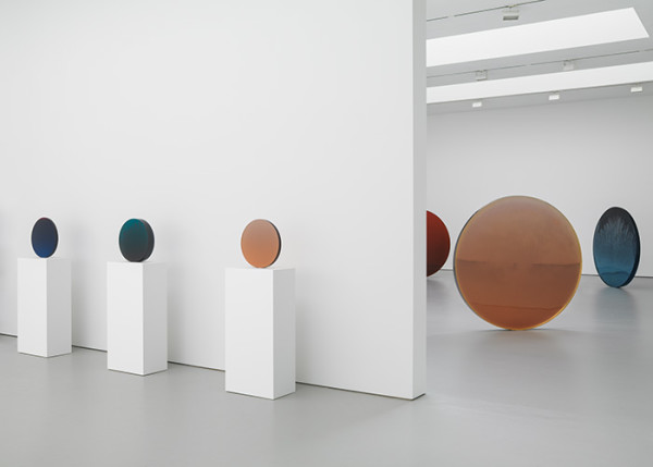 Above: Installation view, De Wain Valentine: Works from the 1960s and 1970s, David Zwirner, New York, 2015. © 2015 De Wain Valentine/Artists Rights Society (ARS), New York
