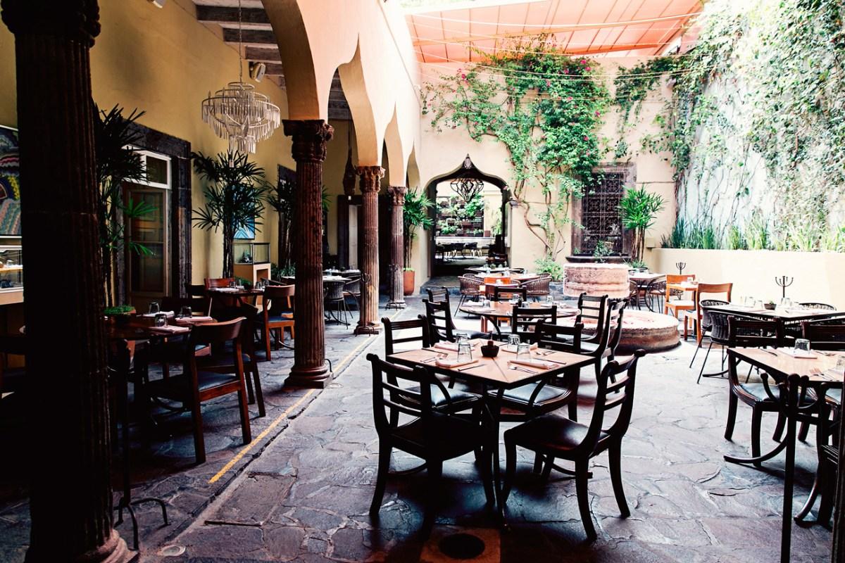 The-Restaurant-courtyard