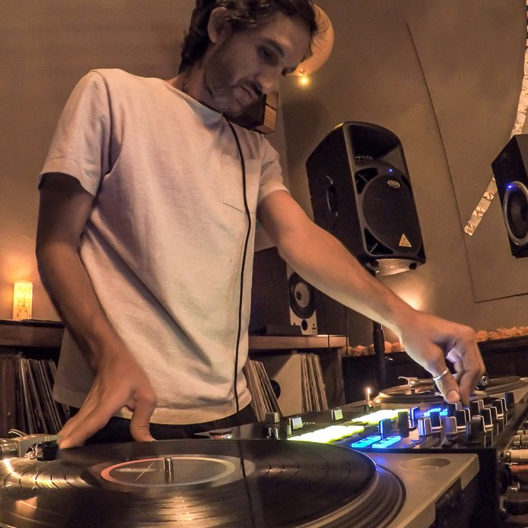 TheBarattheR-DJ-04